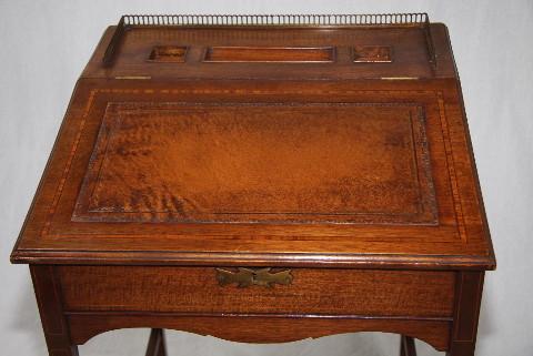 Kleiner Edwardian Schreibtisch