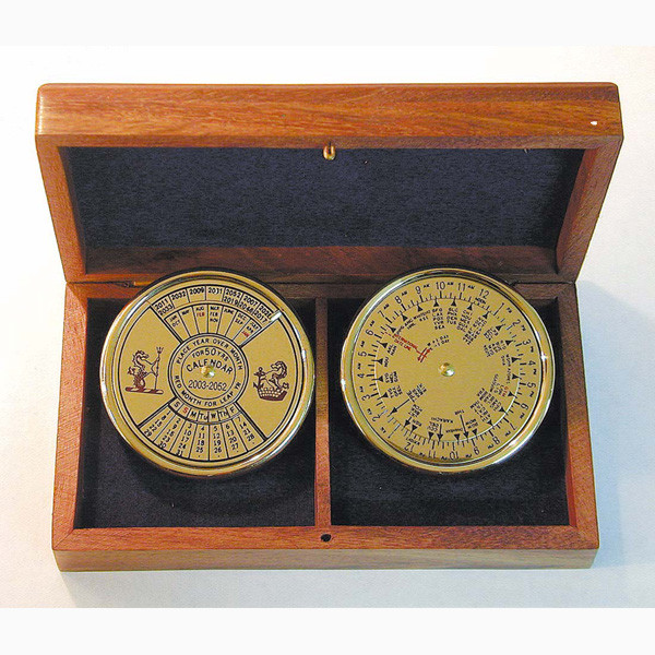 Dauerkalender & Weltzeitanzeiger je Ø5,5cm in der Holzbox