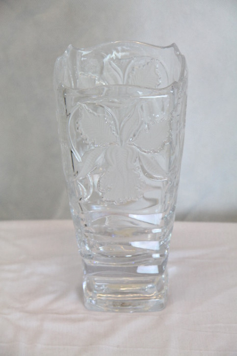 eckige Glasvase mit Blättermuster