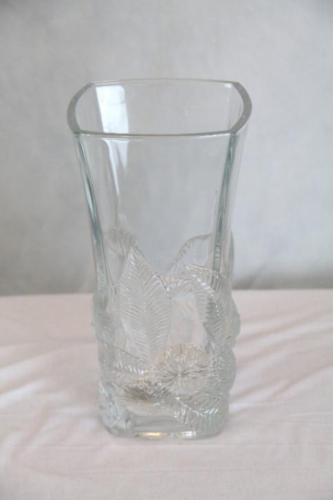 Eckige Glasvase mit Blätterstil