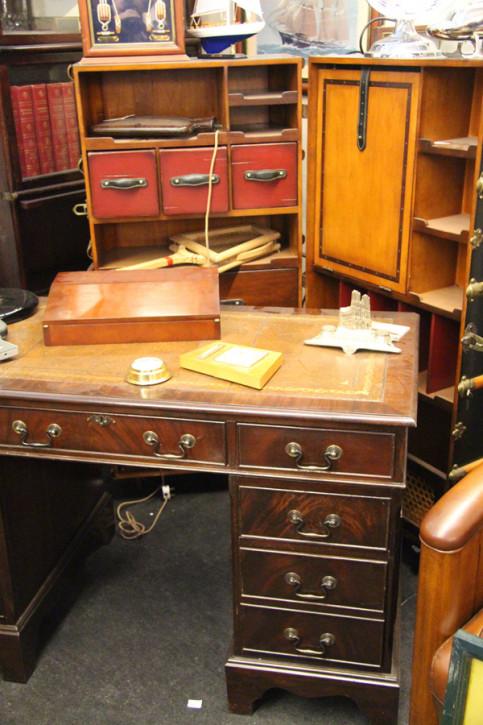 Schreibtisch Mahagoni England Prägelederplatte