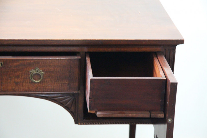 Schreibtisch Ladies Desk Handpoliert  Mahagoni Desk