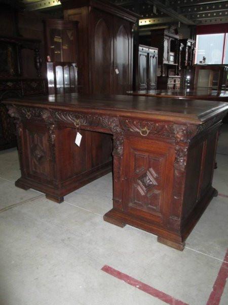 Großer antiker Schreibtisch mit Schubladen