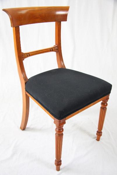 """""""Chair"""" in Eibe - auch in Mahagoni erhältlich"""