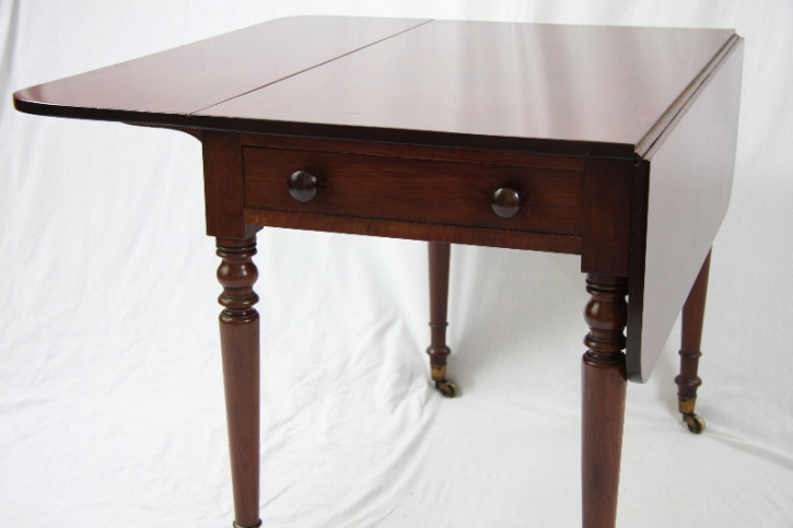 Pemborke Table