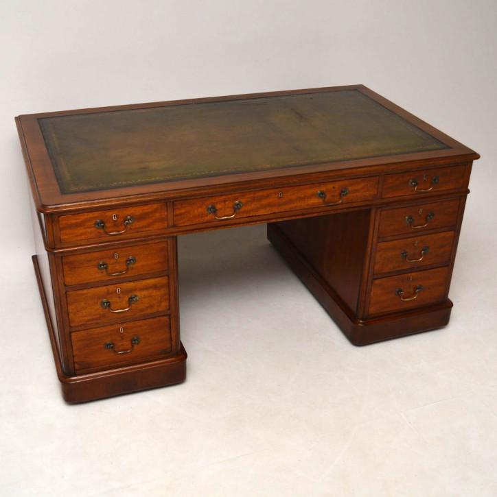 Großer antiker Mahagoni Schreibtisch, viktorianisch