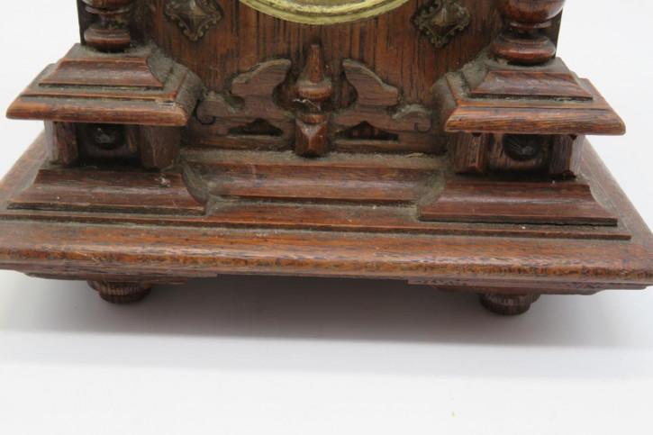 Original antike Uhr mit Holzgehäuse, feine Schnitzarbeiten, defektes Uhrwerk