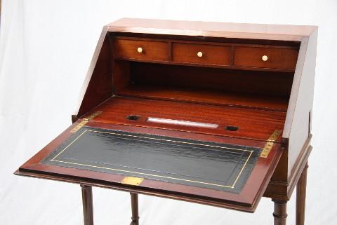 Sekretär - Bureau on Stand