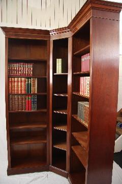 """""""Eckbücherschrank Anfertigung"""" in Mahagoni - ebenfalls in Eibe erhältlich"""