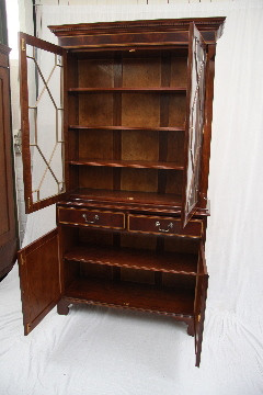 """Two Door Bookcase Display"" Mahagoni auch in Eibe"