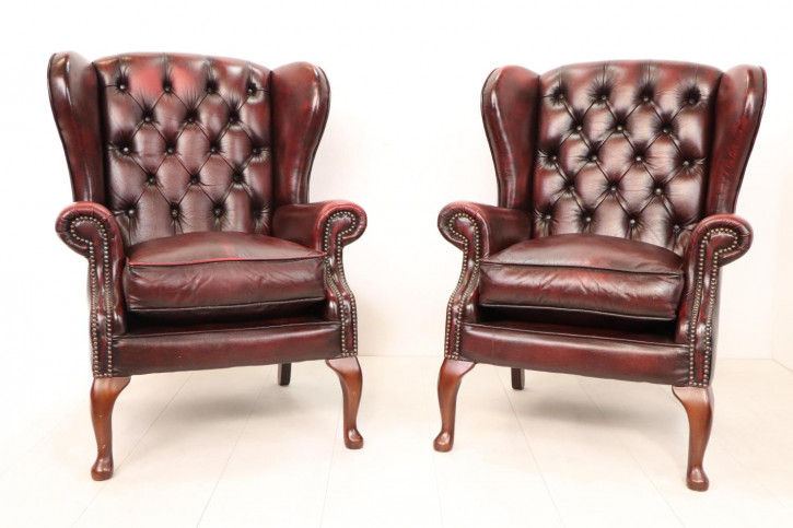 2 Chesterfield Ohrensessel im Queen Anne Stil, rot
