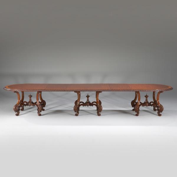 Louis XV Esstisch, drei Füße