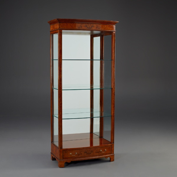Glass Vitrine mit LED