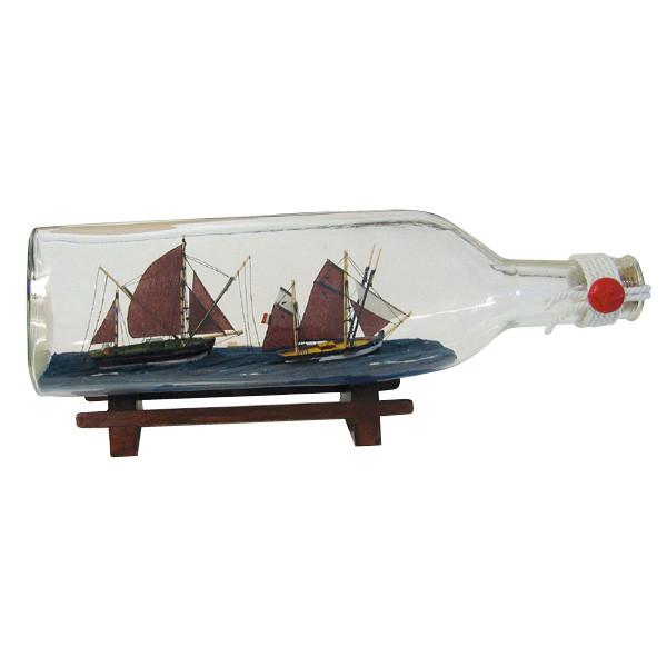 Flaschenschiff mit 2 Thunfischfängern, Dreiecks-Flasche, L: 29cm