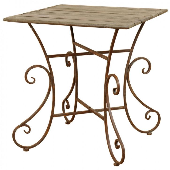 Schöner Tisch mit geschwungenen Beinen