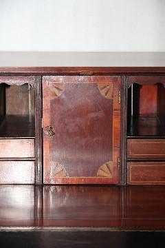 Sekretär mit Türen und Intarsien