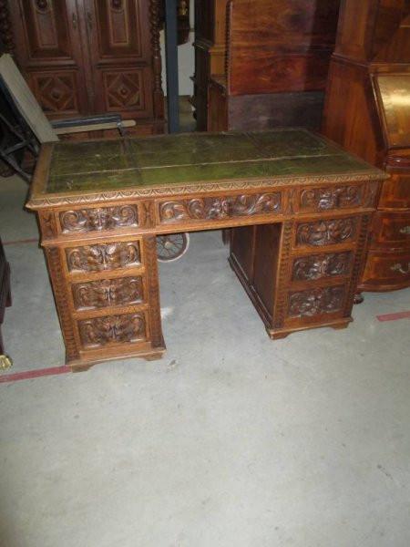 Antiker Schreibtisch viele Schnitzereien