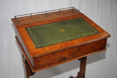 Schreibpult     auch  in Mahagoni