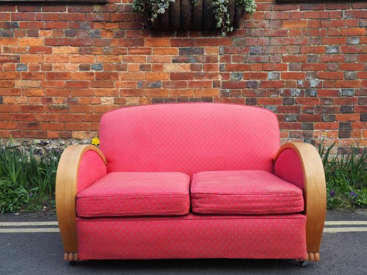 Stilvolles Rosafarbenes Art Deco Sofa mit Buche von 1930