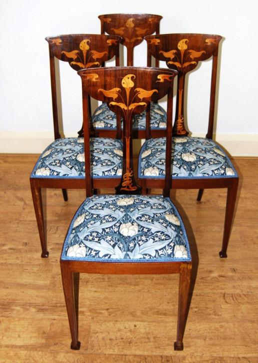 Schöner Satz von vier Jugendstil-Esszimmerstühlen mit stilisierter Calla-Lilie ca. 1890