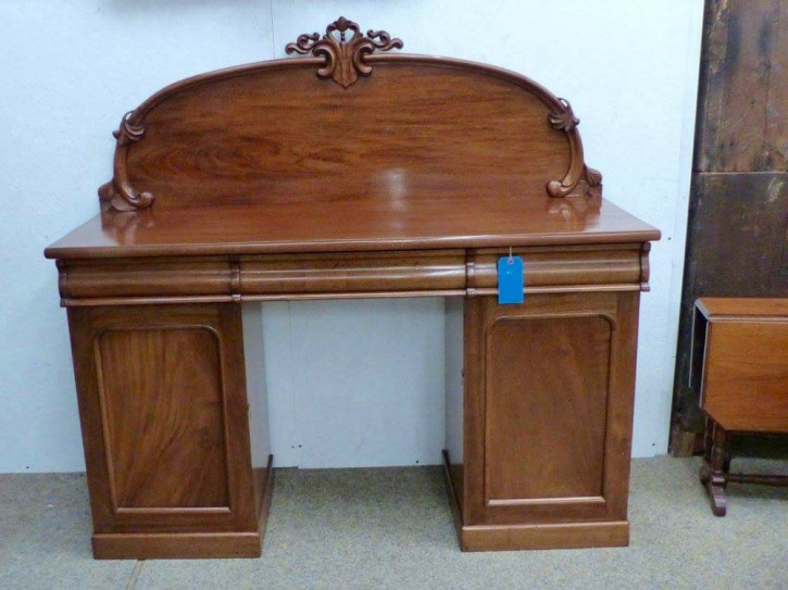 Original Viktorianisches Sideboard aus massivem Mahagoni