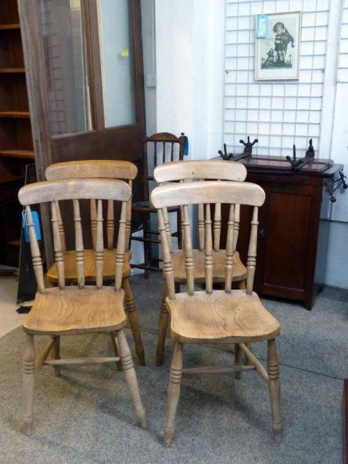 Vier spät viktorianische Stühle im Landhaus Stil. Ende des 19.JH