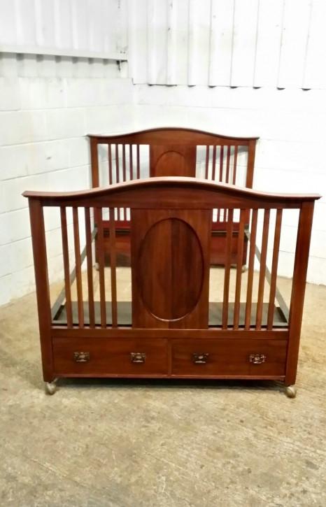 Antikes edwardian Mahagoni Doppelbett mit Schubladen von ca. 1900
