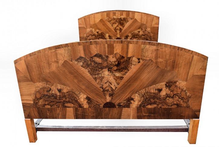 1930er Art-Deco-Doppelbett aus Nussbaum