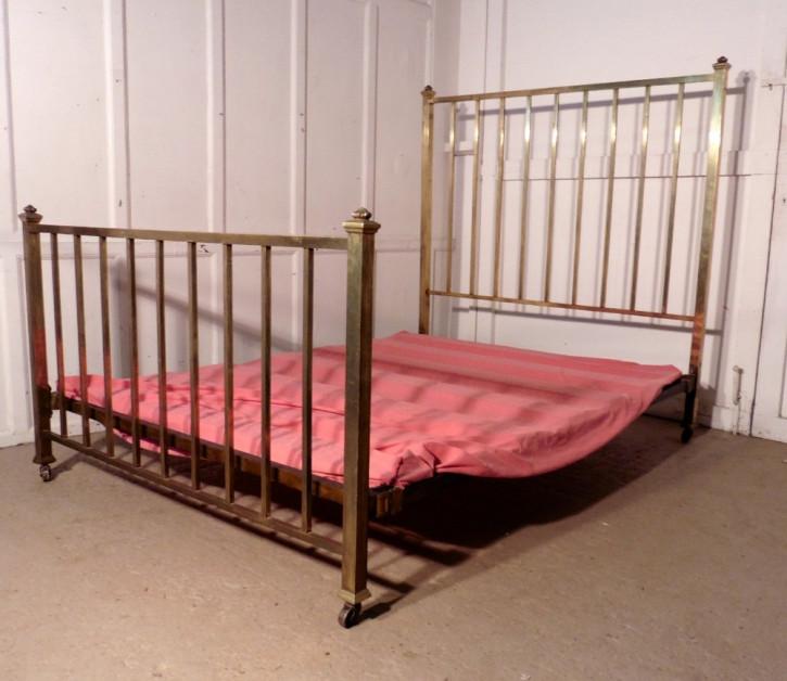 Schönes französisches Messing Doppelbett von ca. 1880