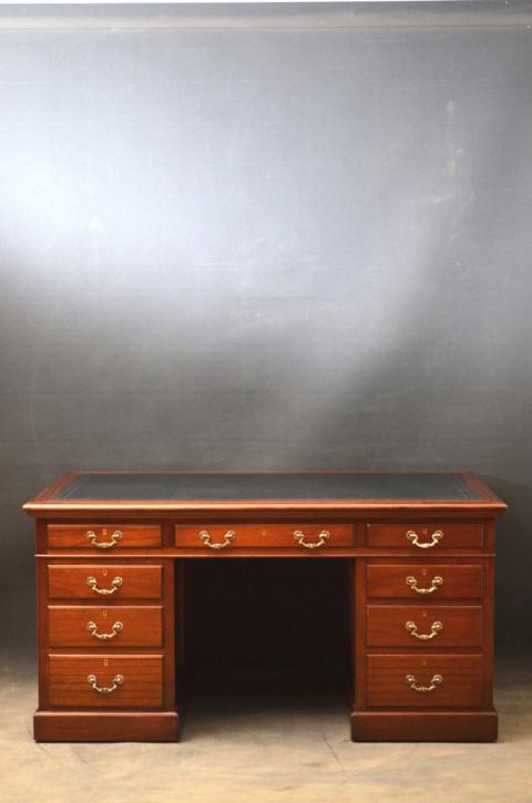 Großer Mahagoni Schreibtisch von ca. 1930