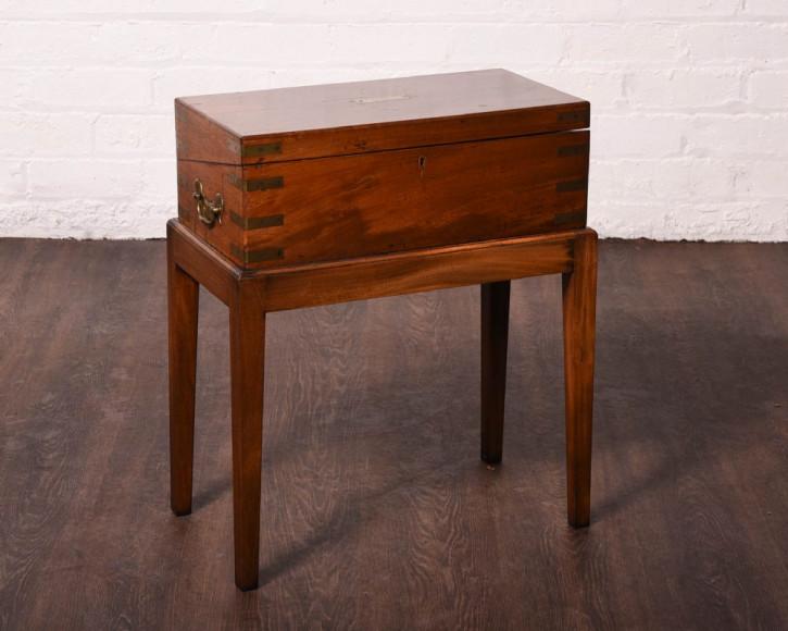 Original antiker viktorianischer Campaign Schreibtisch, Messingbeschläge