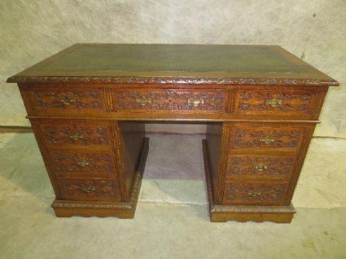 Viktorianischer geschnitzter Eichenholz Schreibtisch mit Knieloch aus dem 19.JH
