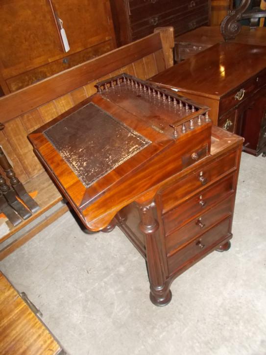 Viktorianischer Mahagoni Davenport Schreibtisch aus dem 19. JH mit verschiebbarer Oberfläche