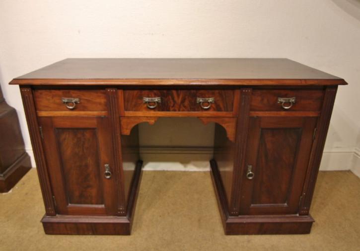 Schmaler Edwardian Mahagoni Schreibtisch von ca. 1900