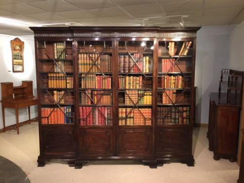 Ein Mahagoni George III Stil Breakfront Bücherregal von ca. 1900