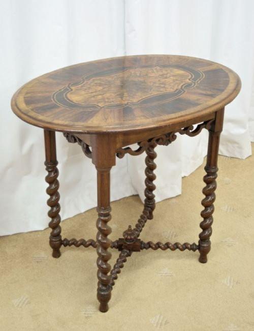 Viktorianischer ovaler Beistelltisch aus Nussbaum aus der 2. Hälfte des 19. JH