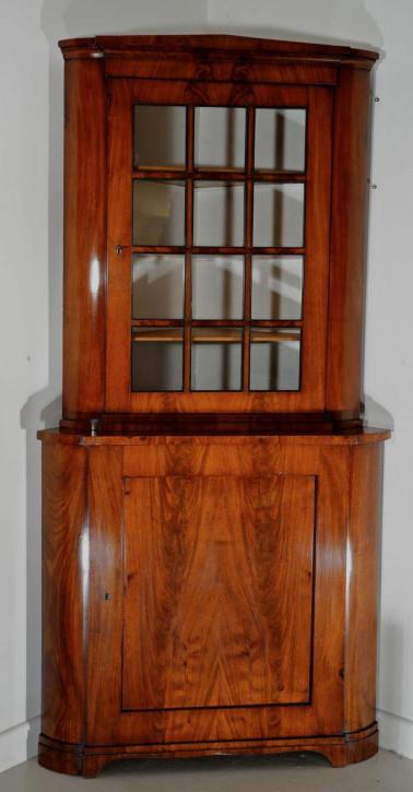 Ein zweiteiliger Eckschrank/-vitrine aus Mahagoni von ca. 1850