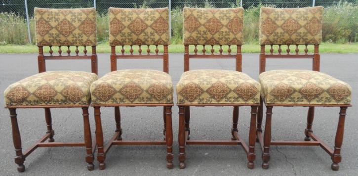 Satz von vier edwardianischen Esszimmer Stühlen aus Nussbaum