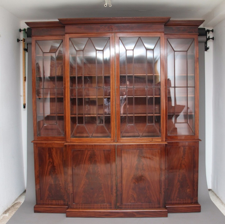 Mahagoni Breakfront Bücherregal von ca. 1840