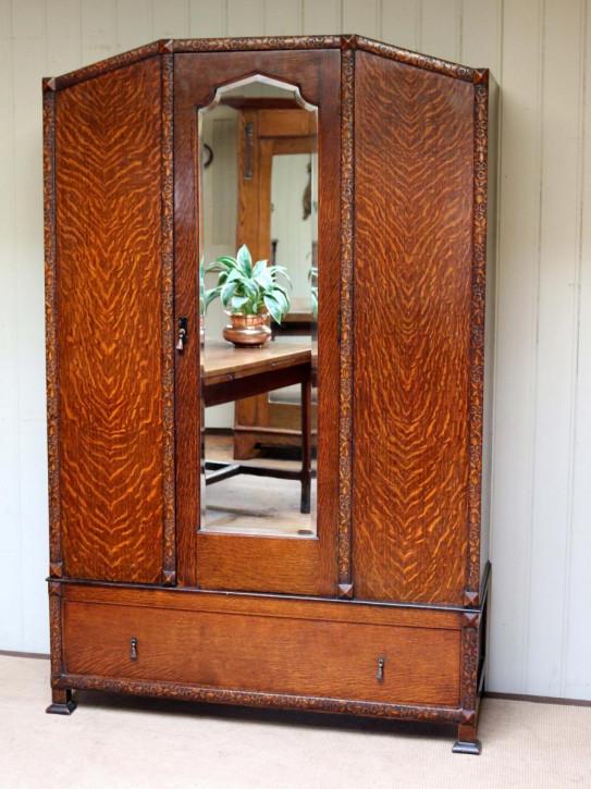 Zwanziger Jahre Eichen Kleiderschrank mit Spiegeltür