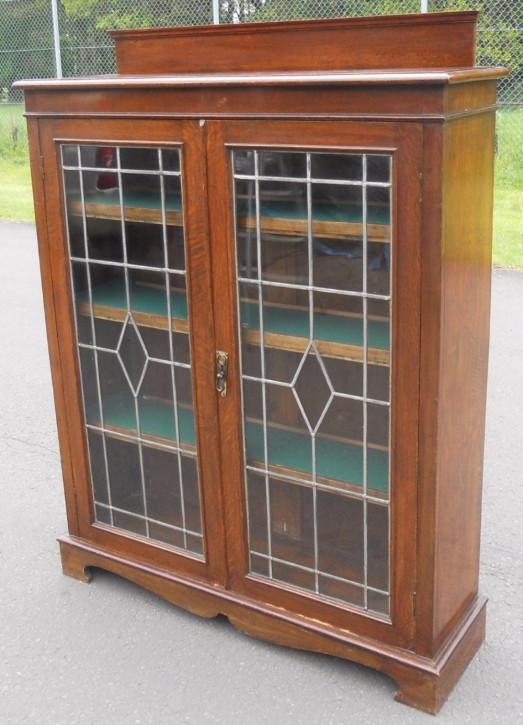 Antikes verglastes und verbleites Bücherregal aus Eichenholz von ca. 1920