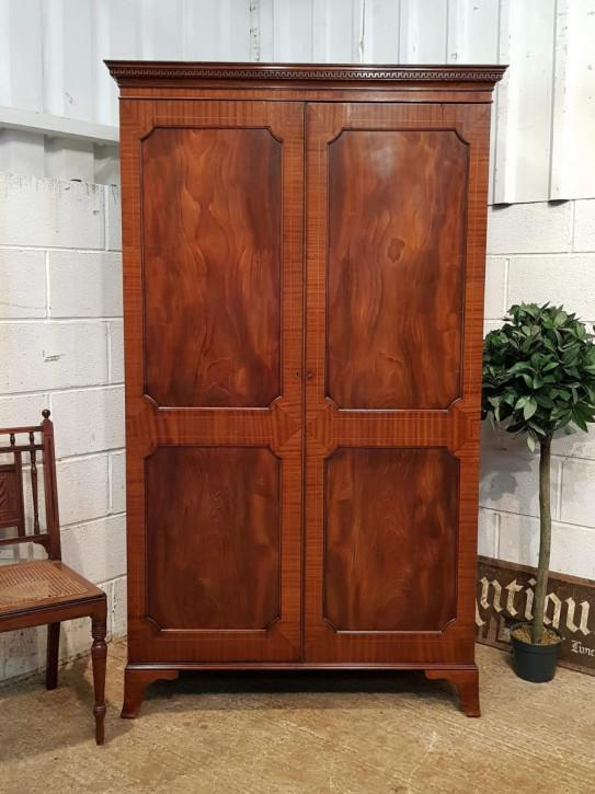 Original edwardischer antiker Regency Revival Kleiderschrank Mahagoni Massivholz 1900