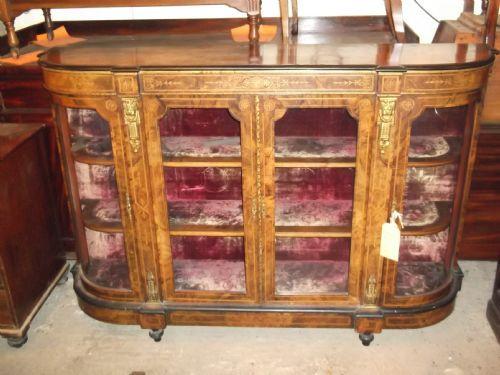 Verglaste original antike Nussbaum Vitrine Sideboard Credenza viktorianisch 1850