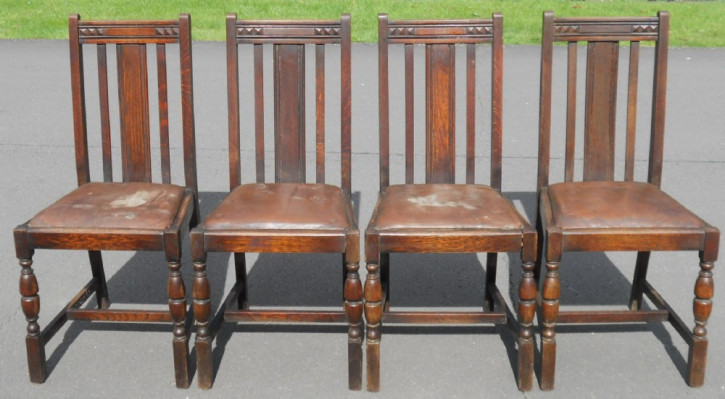 Antikes Englisches Set von vier Hochlehner Esszimmerstühlen aus Eiche von ca. 1920