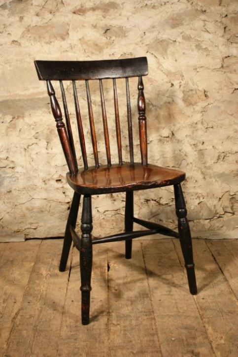 Antiker Englischer Kammrücken Beistell Stuhl aus Esche und Ulmenholz aus dem 19.JH