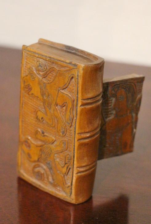 Original Antike Englische Geschnitzte Goldregenholz Schnupftabakdose aus dem 19. JH