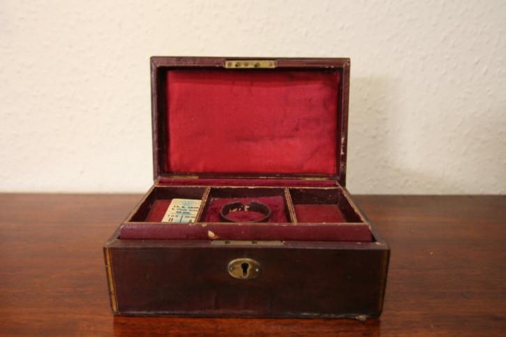 Antikes Original Englisches Schmuckkästchen aus Leder aus dem 19. JH