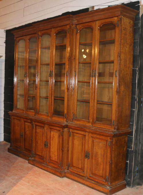 Englischer Breakfront Landhaus Bücherschrank antik von ca. 1860