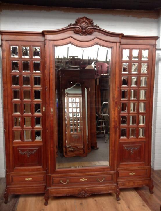 Großer original antiker Nussbaum Kleiderschrank französisch 1890