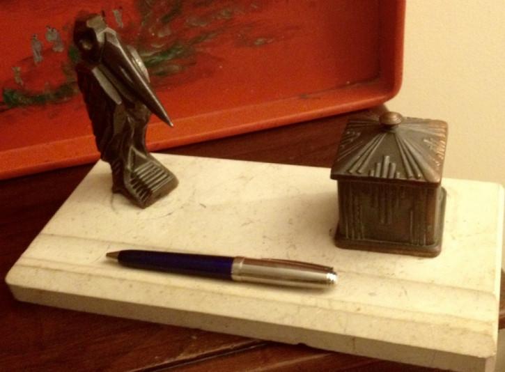 original antikes Art Deco  Pelikan Stifthalter Tintenfass Bronze Marmor 1930